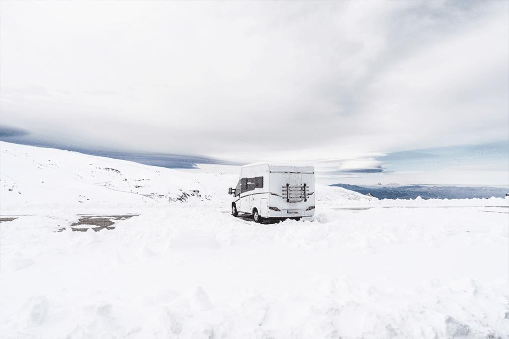 viajar a la nieve con autocaravana